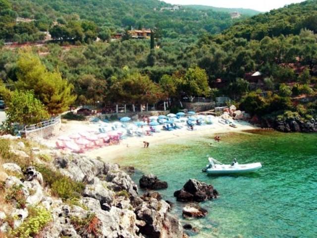 kamini-beach-sivota