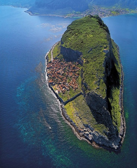 malo ostrvce atrakcija peloponeza